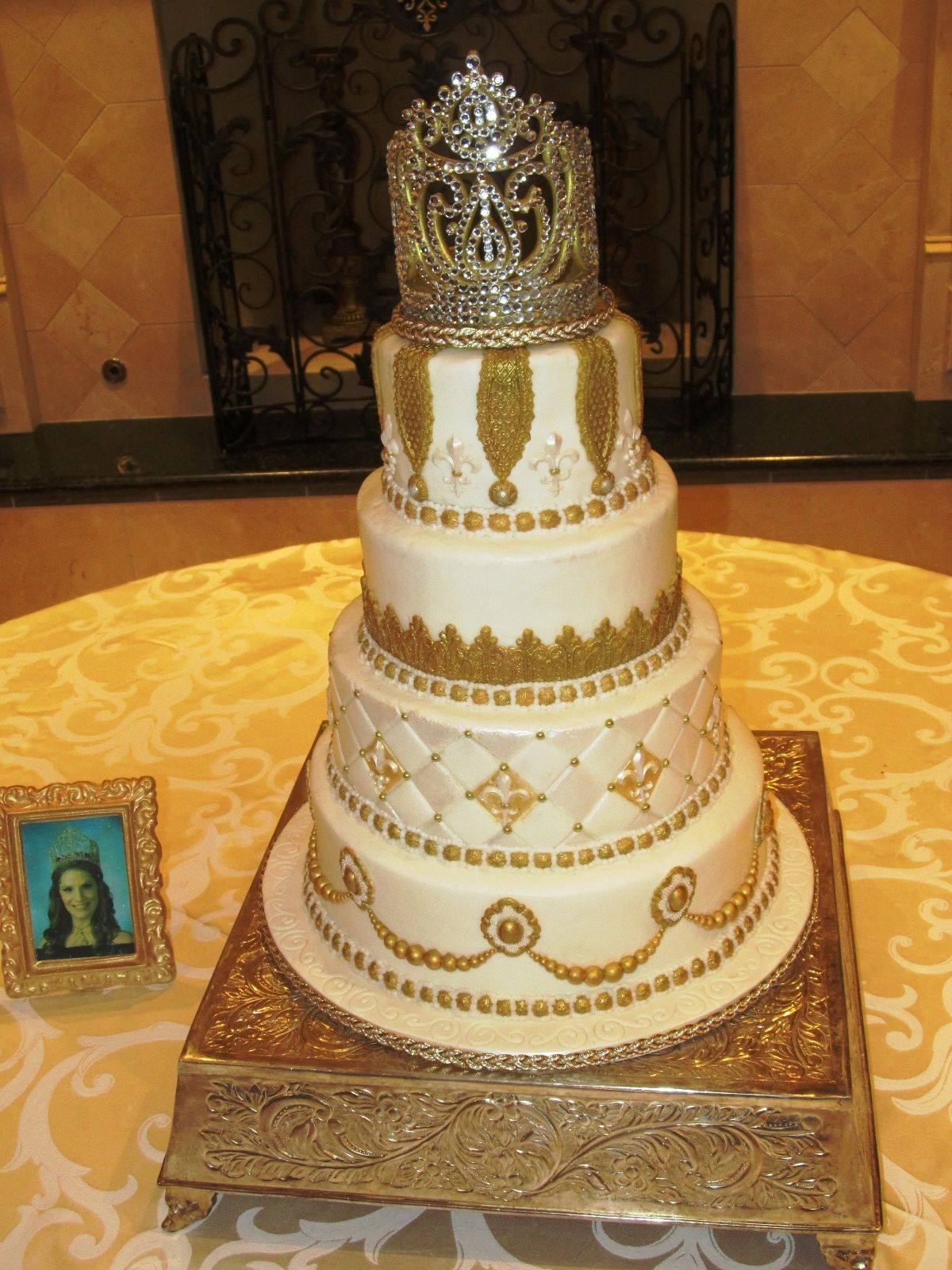 Queen Cleopatra Cake - Cake was made for the Queen of the Cleopatra ...