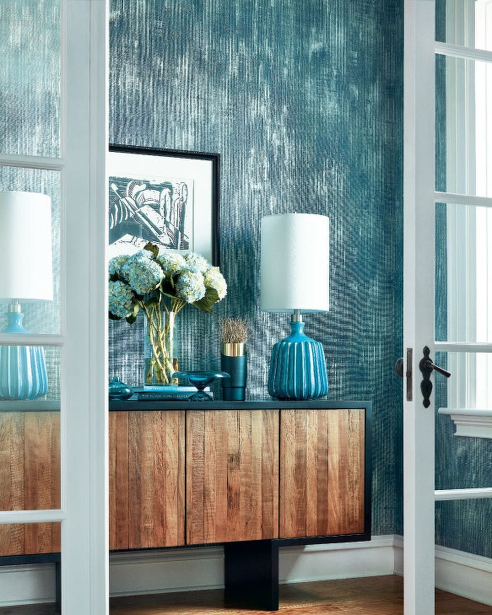 Beautiful Teal Dining Room With Teal Patterned Wallp
