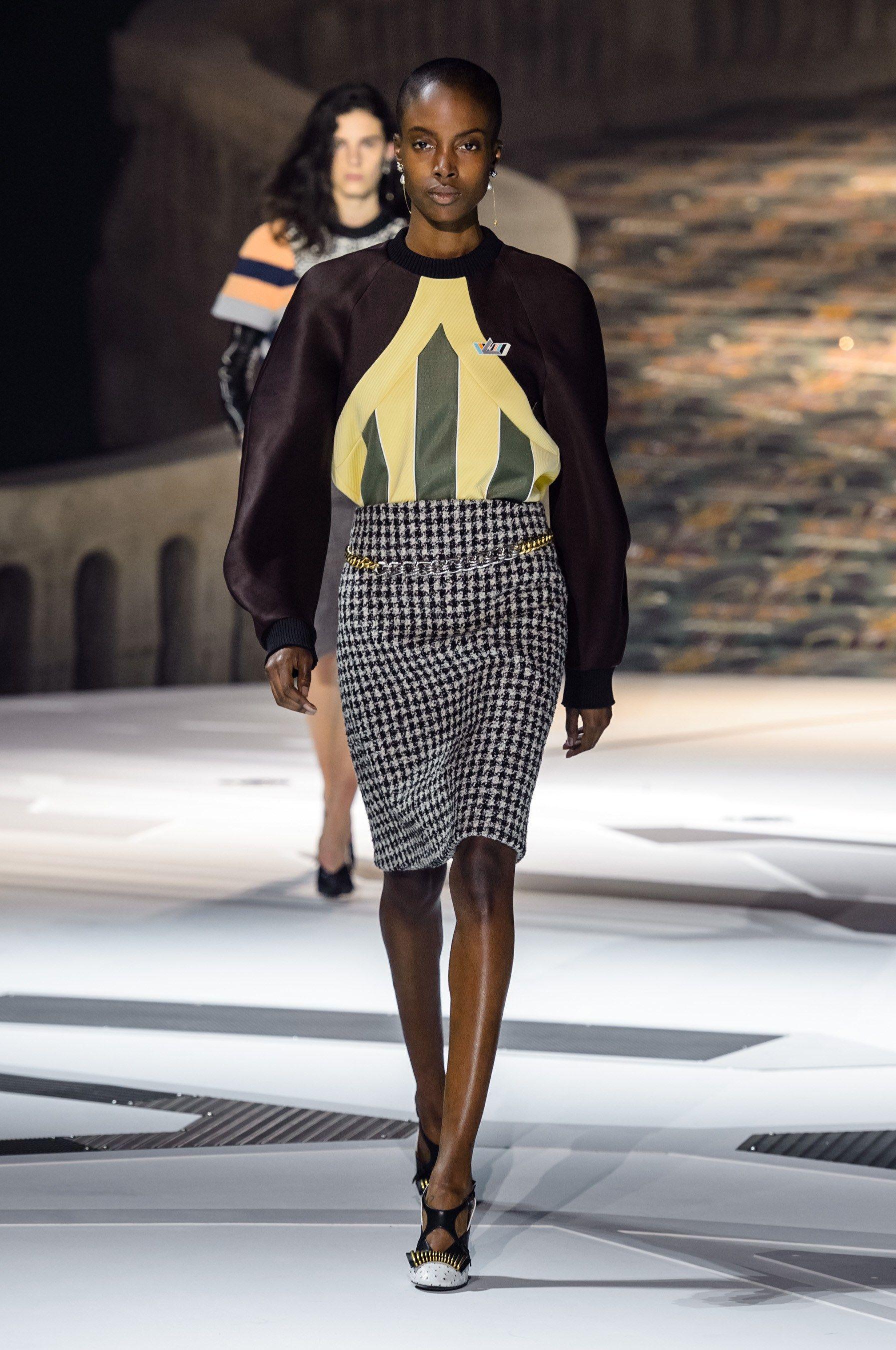 Chanel fashion show 2018 video 2