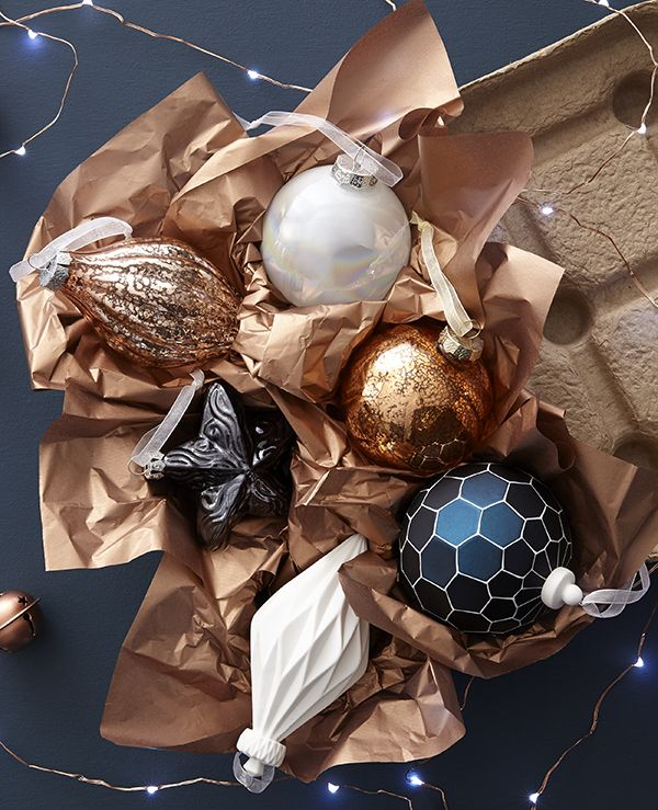Create A Contemporary Christmas Look With Beautiful Baubles In