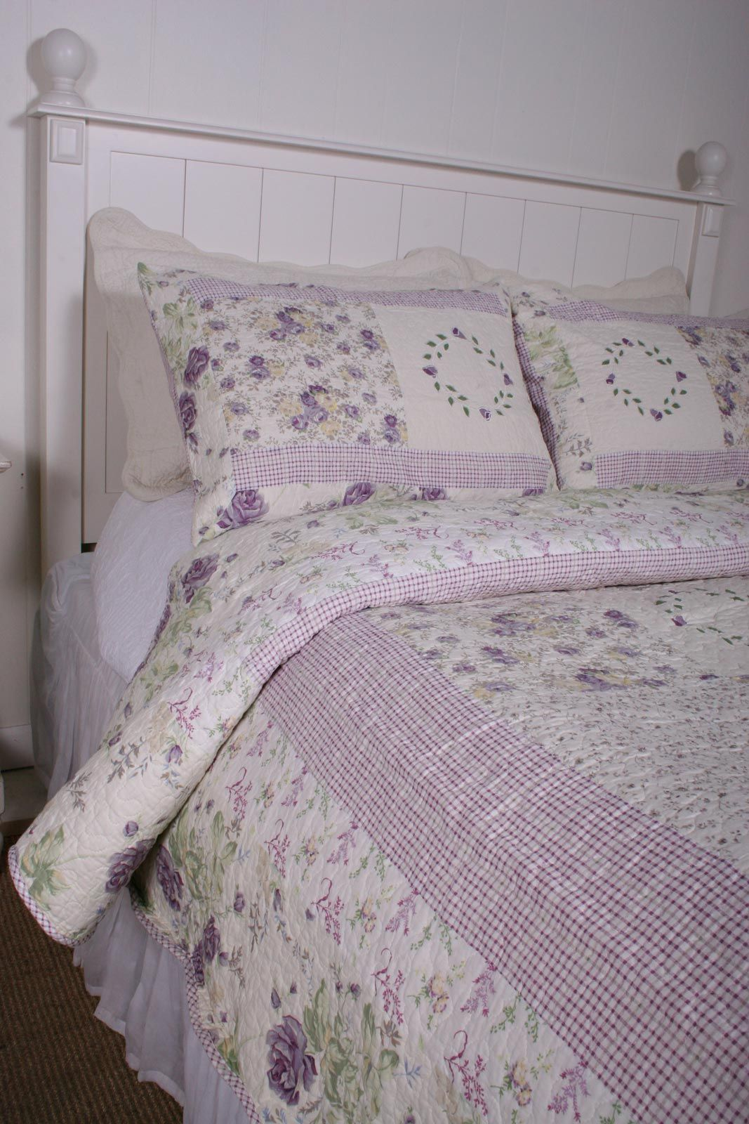 Chic Shabby Purple Lilac Quilt