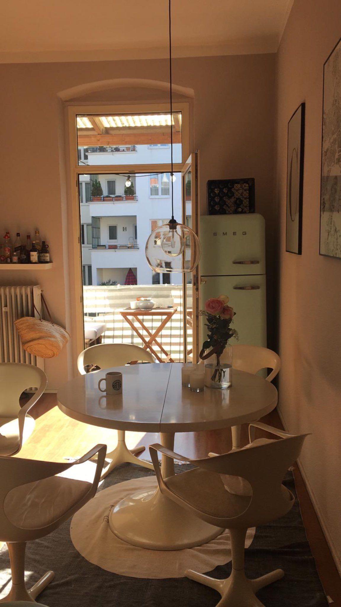 In dieser Küche in Düsseldorf wird man von der Sonne