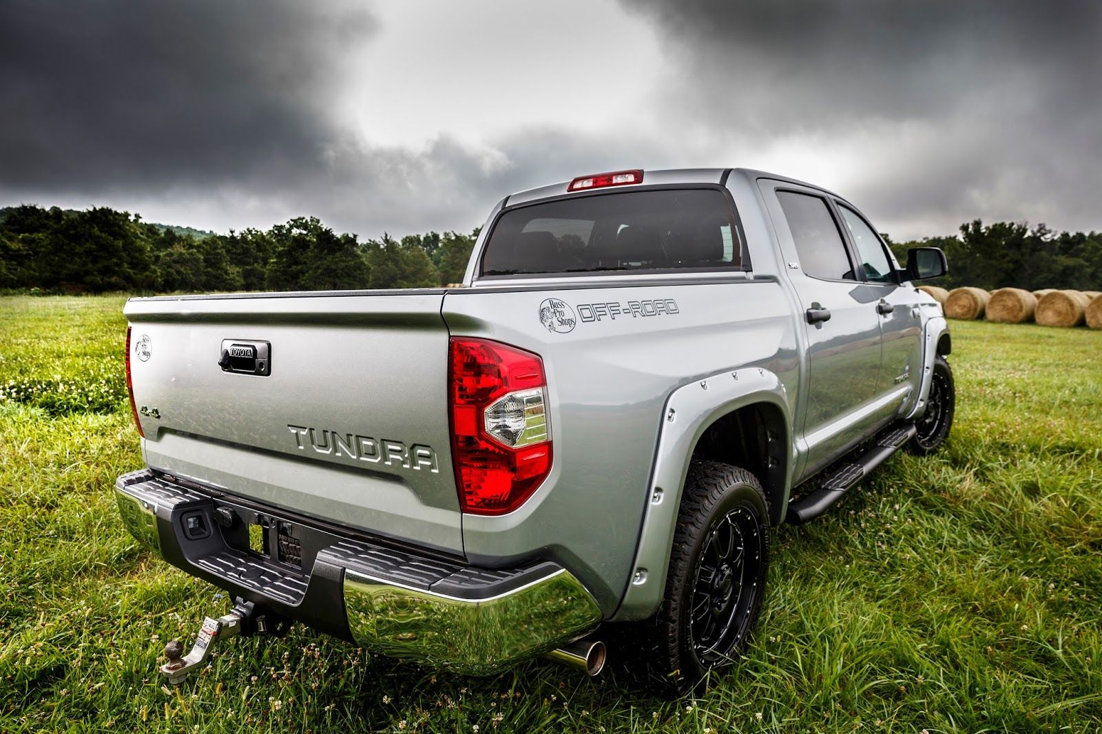 2015 toyota tundra gets bass pro shops off road edition