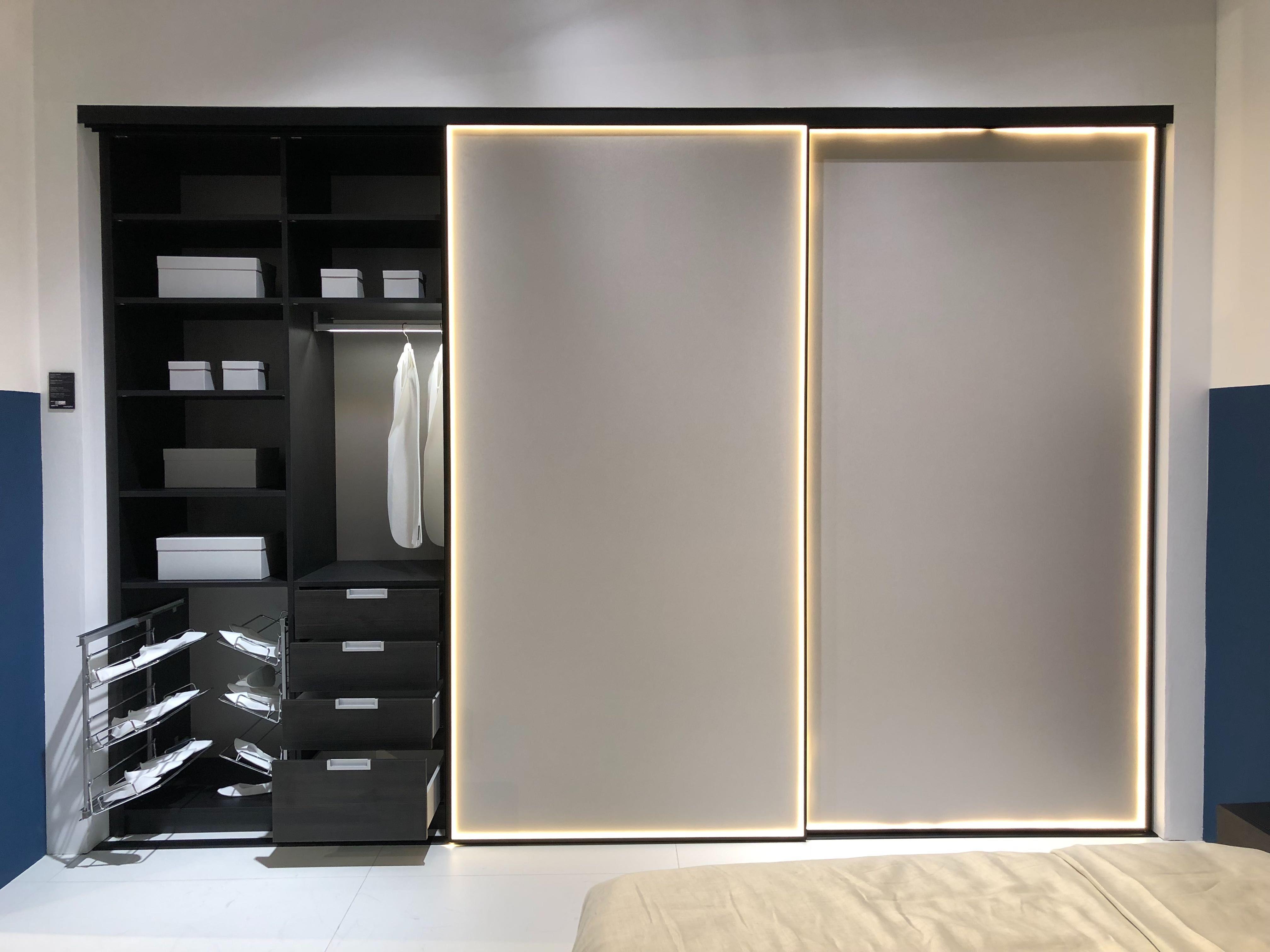 шкаф купе Raumplus с Led подсветкой шкаф мебель и каталог