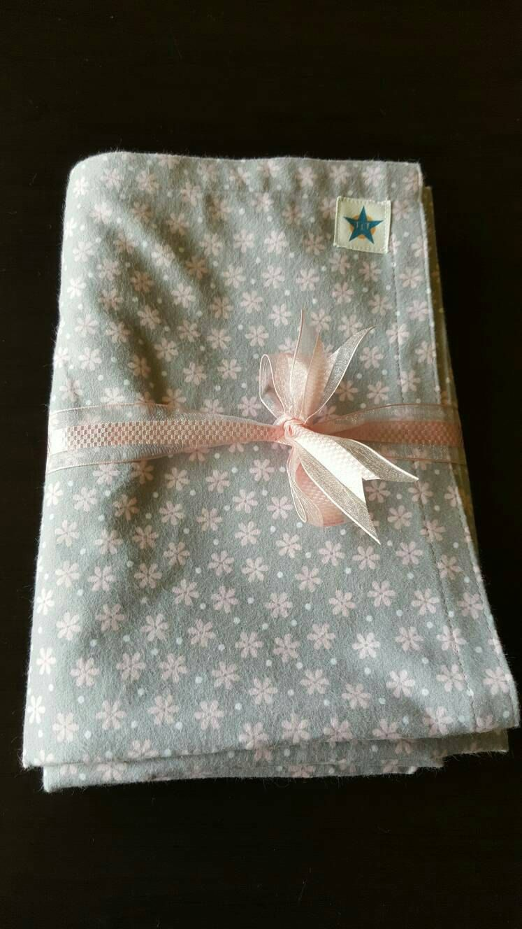 Baby girl swaddling blanket. Pretty pink daisy design on a soft grey background. Very soft flannel cotton fabric. Lovely baby gift. by TwinkleLittleTots on Etsy
