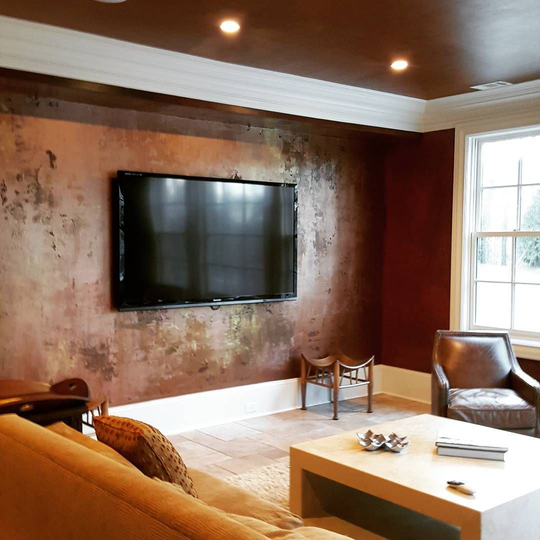 Metallic Looking Accent Wall: Accent Wall In A Metallic Paint Layer Finish