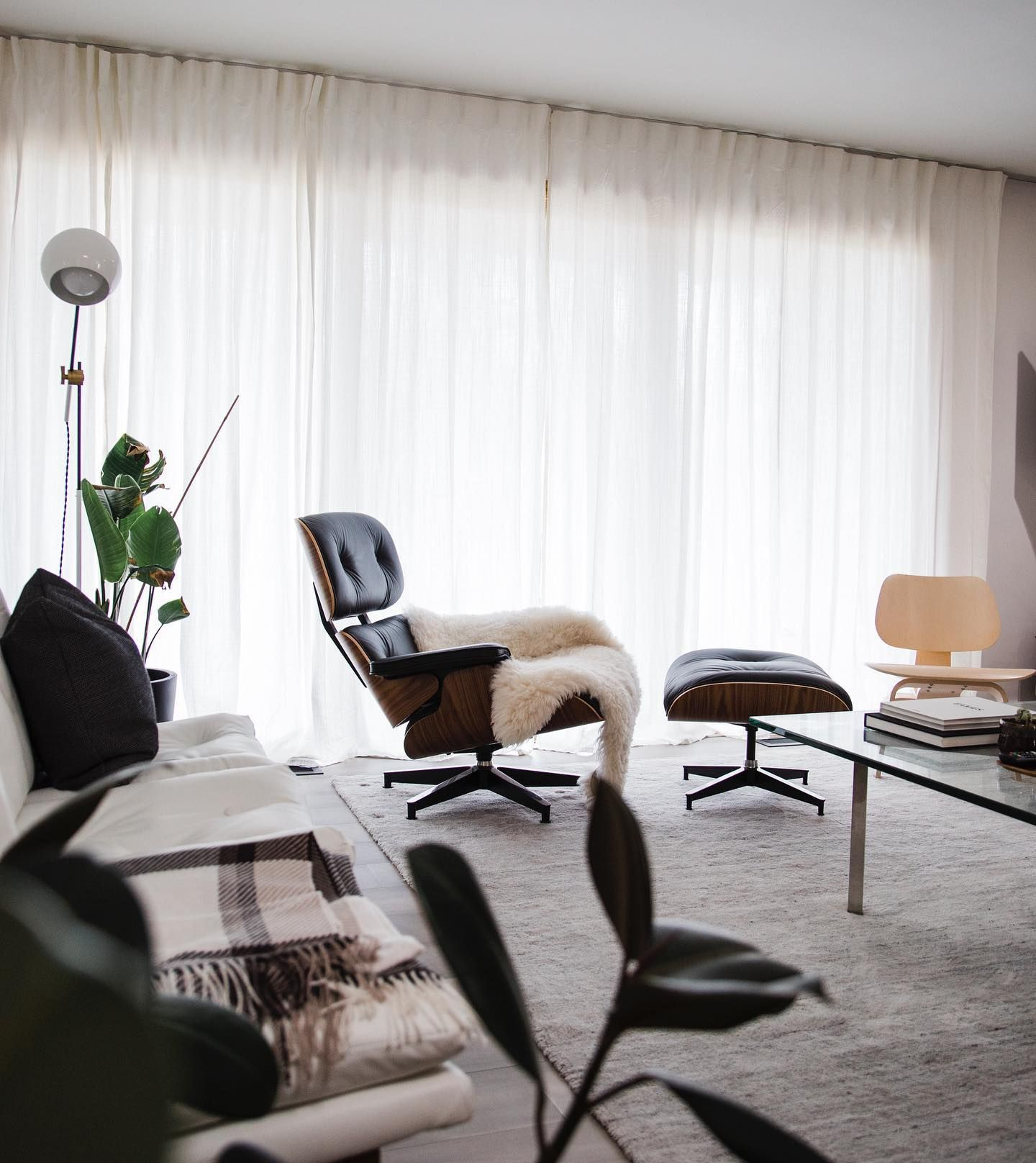 Eames Lounge Chair And Ottoman In 2020 Eames Lounge Chair Chair And Ottoman Lounge Chair