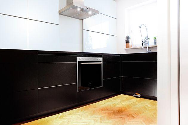 k che nicht sichtbare oberschr nke doppelte wand mit aufbewahrung und klapptisch k chenblock. Black Bedroom Furniture Sets. Home Design Ideas