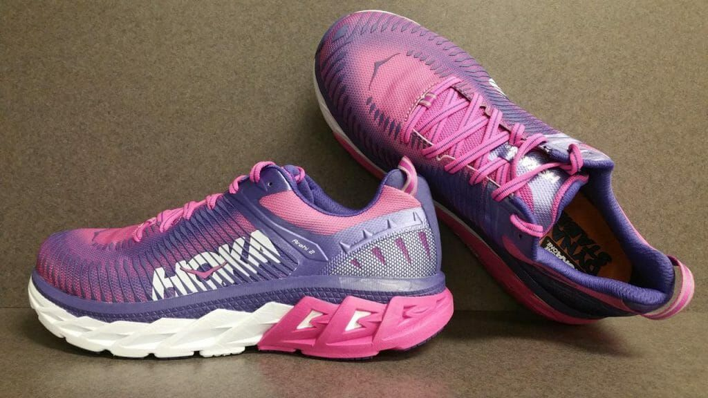 Hoka One One Arahi 2 Maintains The Stable Well Cushioned Ride That The Shoe Debuted With Last Yea Best Running Shoes Running Shoes Design Womens Running Shoes