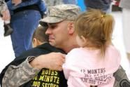 Steven Farquhar Was Among The Last Us Soldiers To Leave Iraq After A Nearly Decade Long War Afp File Mira Oberman Soldier Love Army Life Military Homecoming