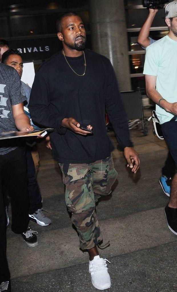 Kanye West tự chụp ảnh bìa album mới bằng iPhone