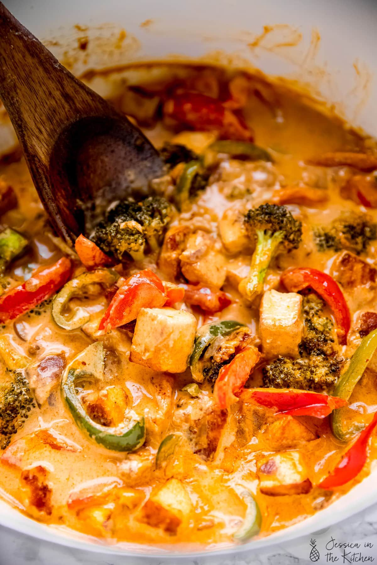 This Vegan Thai Red Curry With Tofu Tastes Absolutely Phenomenal It Has A Short Prep Time Is Loaded With Ri Tofu Curry Curry Recipes Vegetarian Curry Recipes