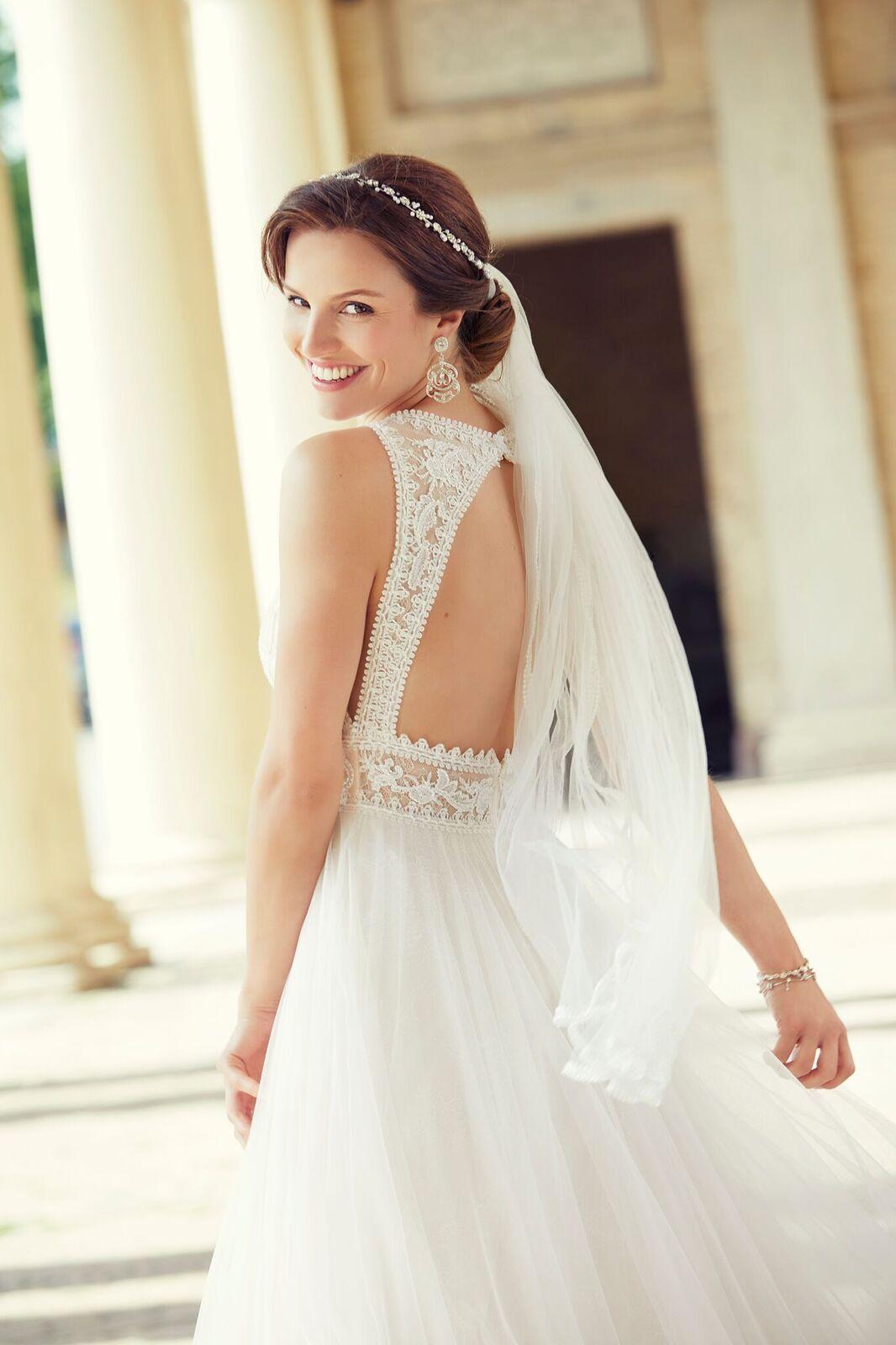 Toller Rückenausschnitt bei Brautkleid von Lilly 20