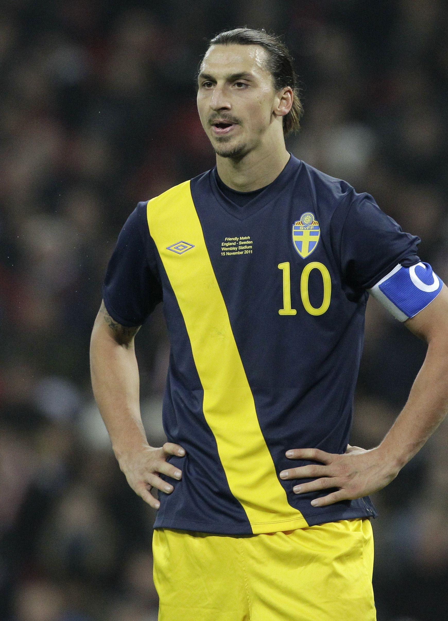 Zlatan Ibrahimovic bicycle kick - Zlatan Ibrahimovic ... Zlatan Ibrahimovic Bicycle Kick