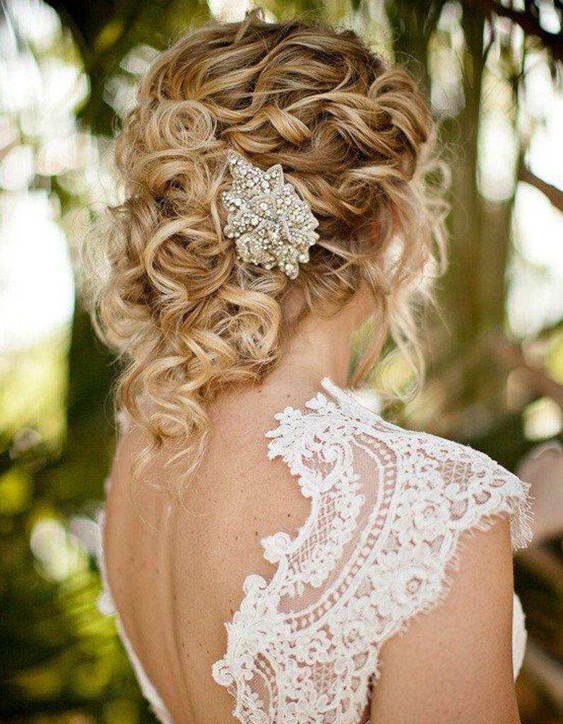 Coiffure cheveux frisés pour mariage Mariage cheveux