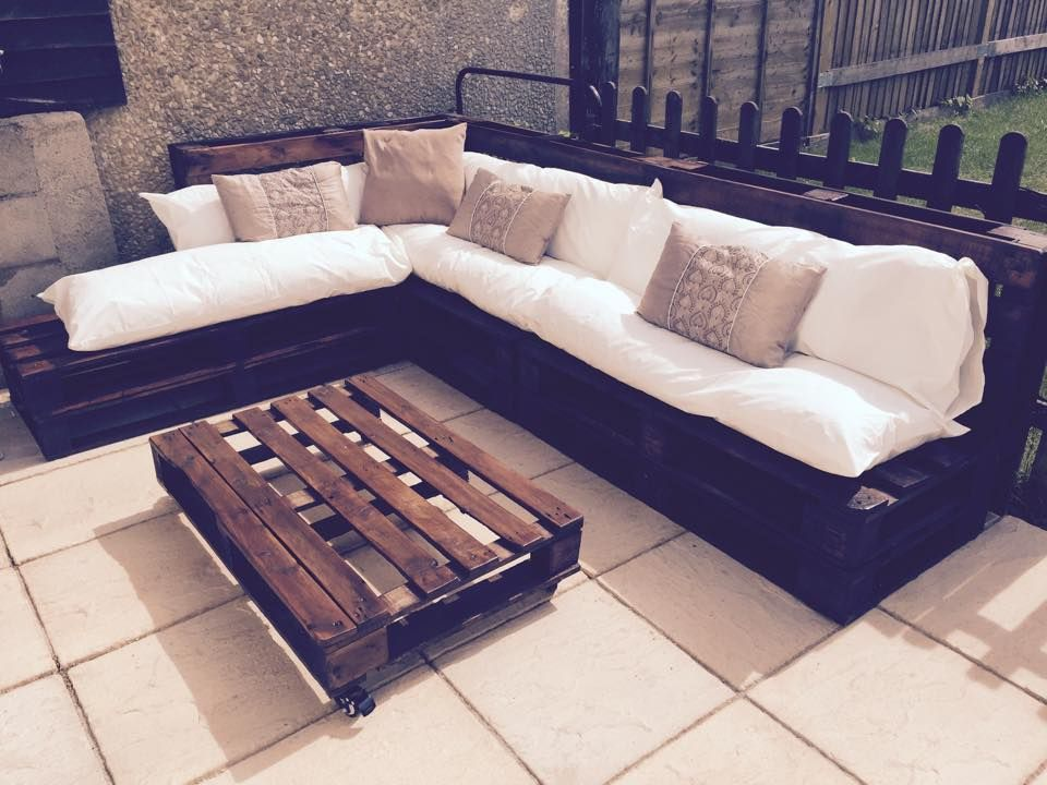 Outdoor furniture made from pallets simple diy https for Outdoor sofa plans