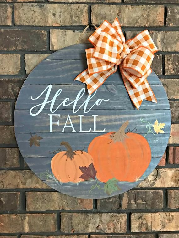 Photo of Hallo fall tre dørhenger med gresskar, håndmalt rund skilt, høstskilt, høst veranda dekor, vertinne gave, klasserom dekorasjon