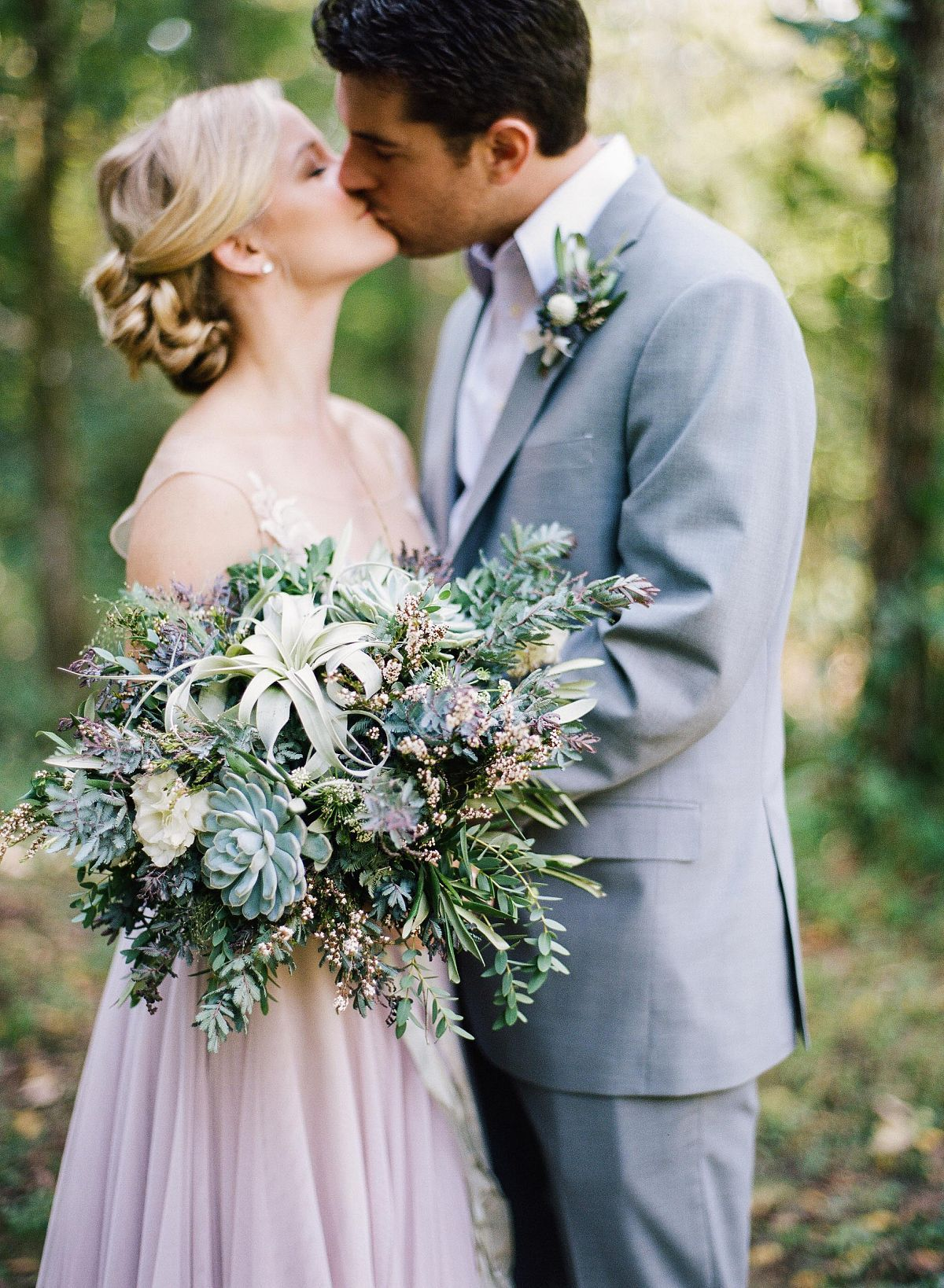 Elopement or traditional wedding a discussion bouquets