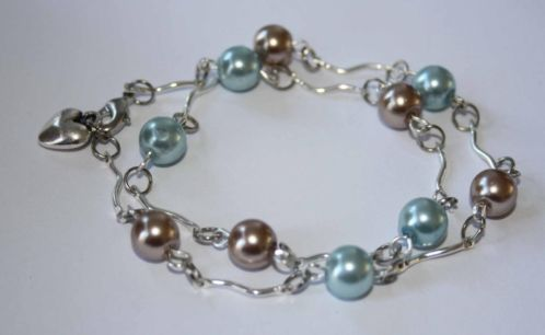 Mooie armband met zilverkleurige tussenzetsels en parels, 2.75