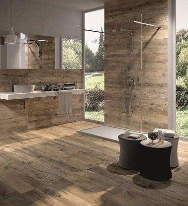Idée décoration Salle de bain Effet bois dans une grande salle de