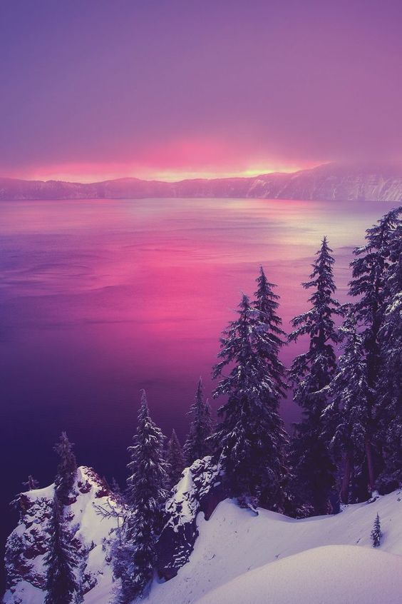 Winter Sunrise at Crater Lake, Oregon wintersunset #winterlove #winterscenery #winterwonder #bellezanatural #craterlake #beautifulsunset #beautifulworld #naturepictures #craterlakeoregon