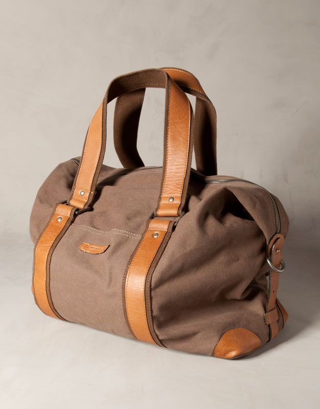 mejor amado 477d1 5c6ad Bolsa piel de viaje de Pull & Bear   bolso hombre   Bolsos ...