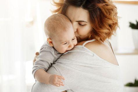 Baby Grunzt Beim Atmen