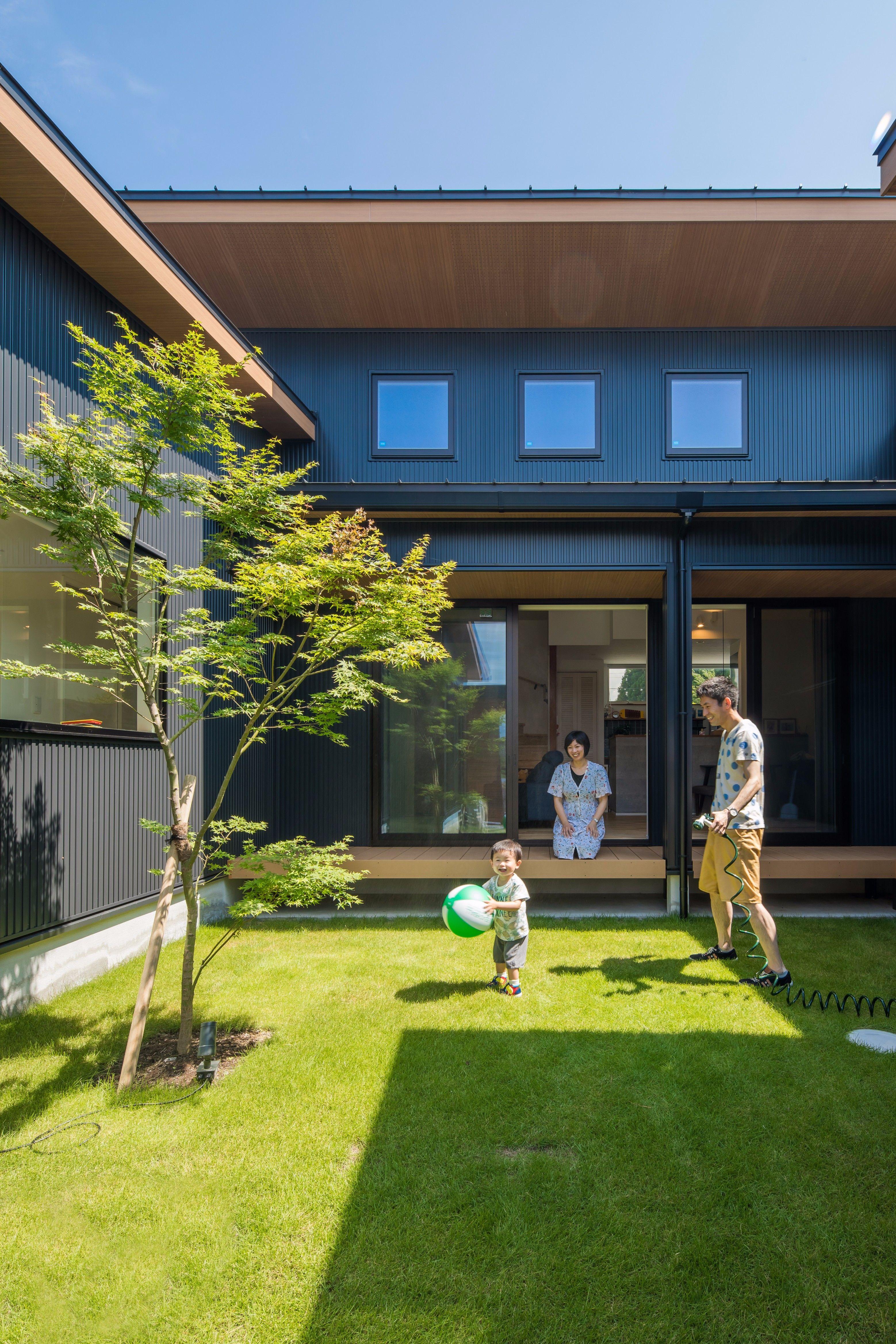 シンボルツリーのある芝生の大きな庭 ルポハウス 設計事務所 工務店