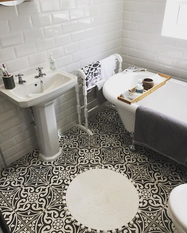 Metro White Gloss Wall Tiles Tons Of Tiles Black Tile Bathrooms Black Bathroom Light Fixtures Tiles Uk