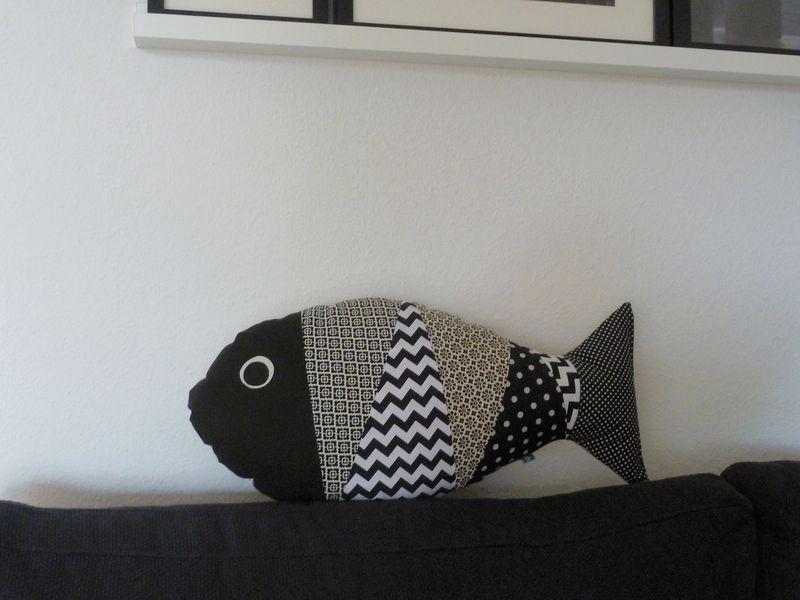 kissen fisch 39 sofafisch 39 schwarz wei beige von binedoro. Black Bedroom Furniture Sets. Home Design Ideas