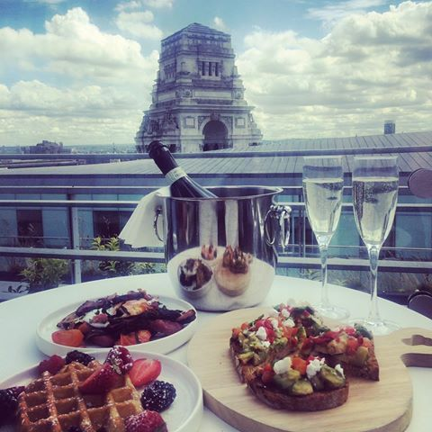 Brunch For Two With Bottomless Prosecco Every Saturday And Sunday In Our Wonderful Skylounge Bar Skylounge London Skylou Savage Garden Brunch Prosecco