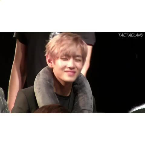 V looks very cute with blonde hair X3