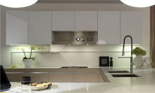 weiße arbeitsplatten hochglanz küche helles holz | cozinhas