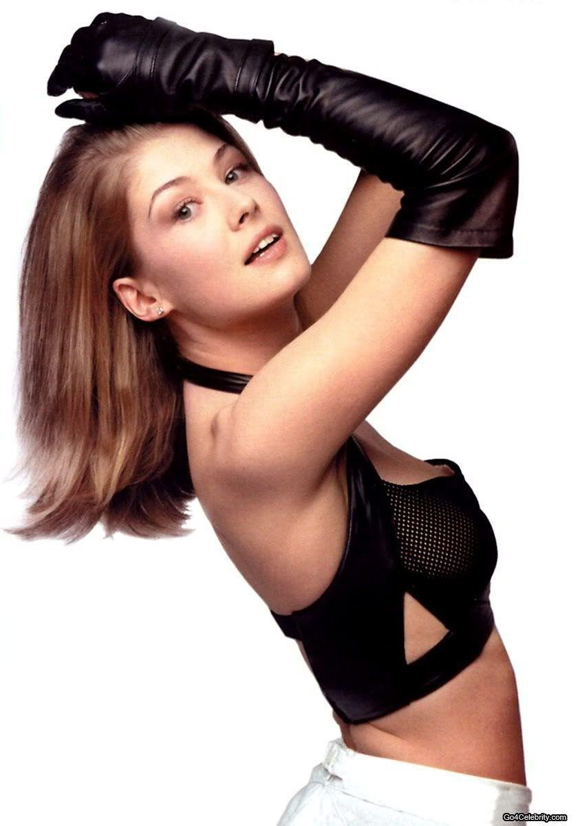Rosamund Pike in An Educationlove the bow in her hair