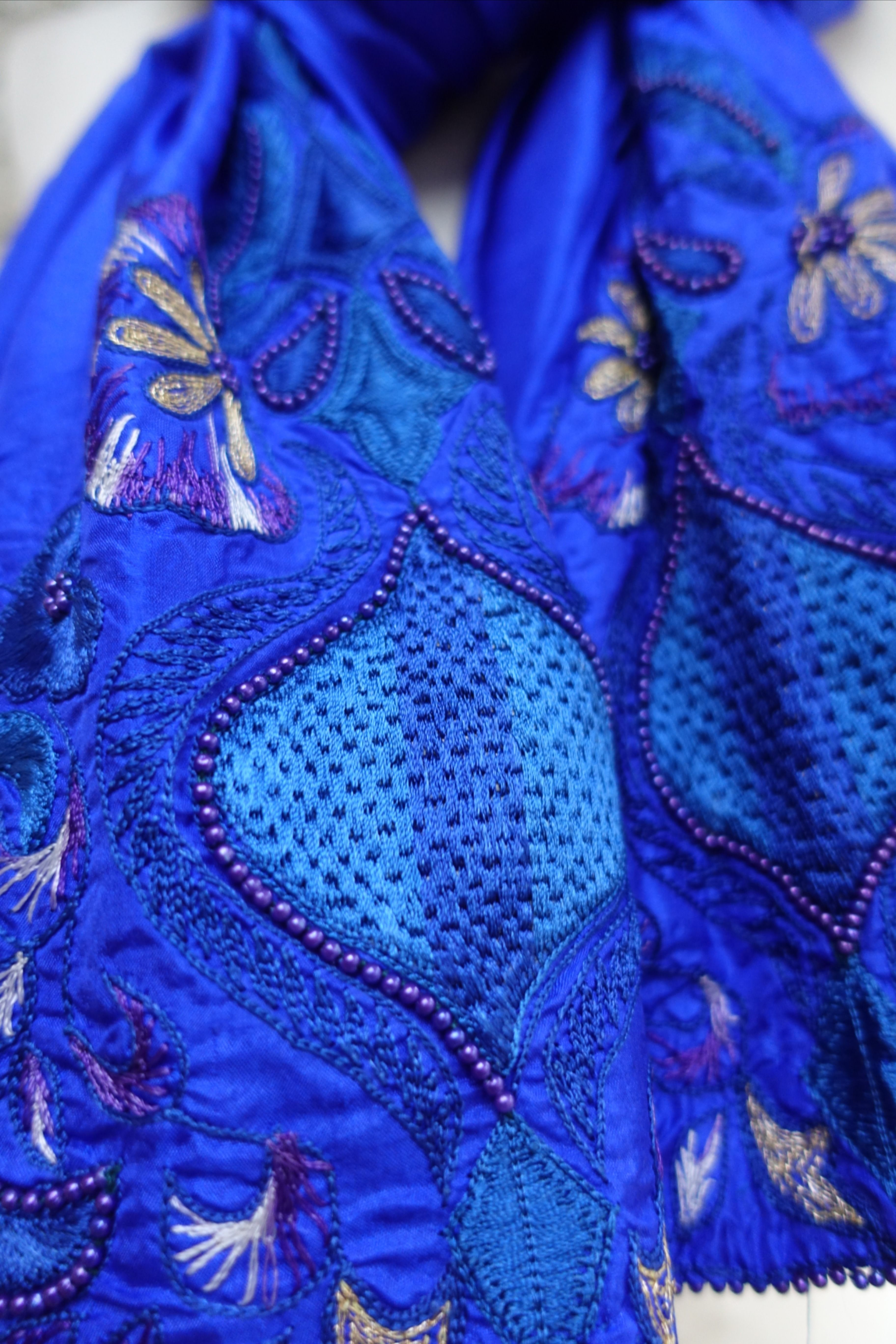 This is a beautiful piece of vintage purple pure silk over 25 years old.  It has beautiful embroidery in shades of purple silk thread work, gold tilla detailing and fine hand beading. . Swipe right to see the shawl.  . #indiansuitcompany . #purple #embellishments #goldwork  #goldworkembroidery #vintageshawl #vintageshawls  #tillawork    #embroidery  #traditionalembroidery  #stitchersofinstagram  #embroideryinstaguild  #handembroidery #indiansilk #dupattalove  #dupattaswag  #silkdupatta