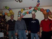 """Ballons aufpusten, in Strumpfhose stopfen und über den Kopf stülpen. Zeit wird nach 5 Minuten gestoppt. Wer am """"besten"""" aussieht, hat gewonnen ☺️"""