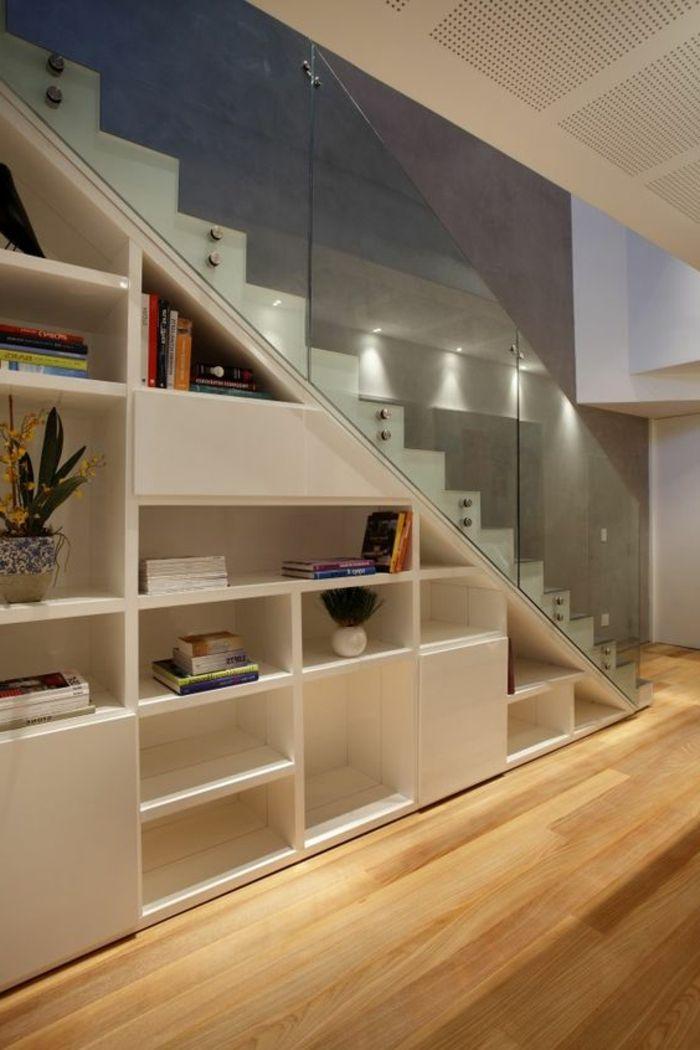 Treppe glasgeländer regalfächen stauraum