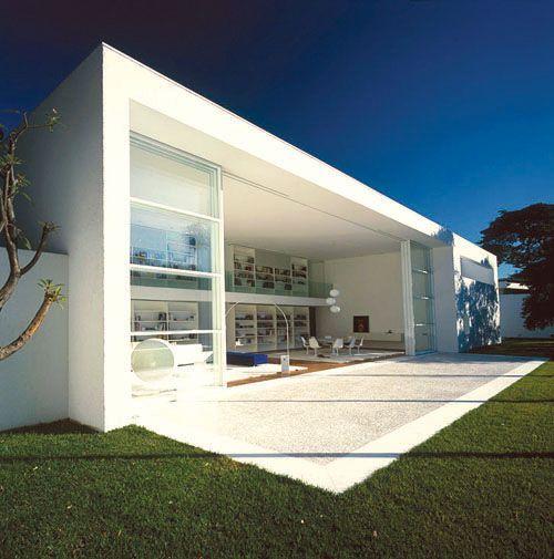 Gama issa house by marcio kogan brazil architecture for Casa minimalista definicion
