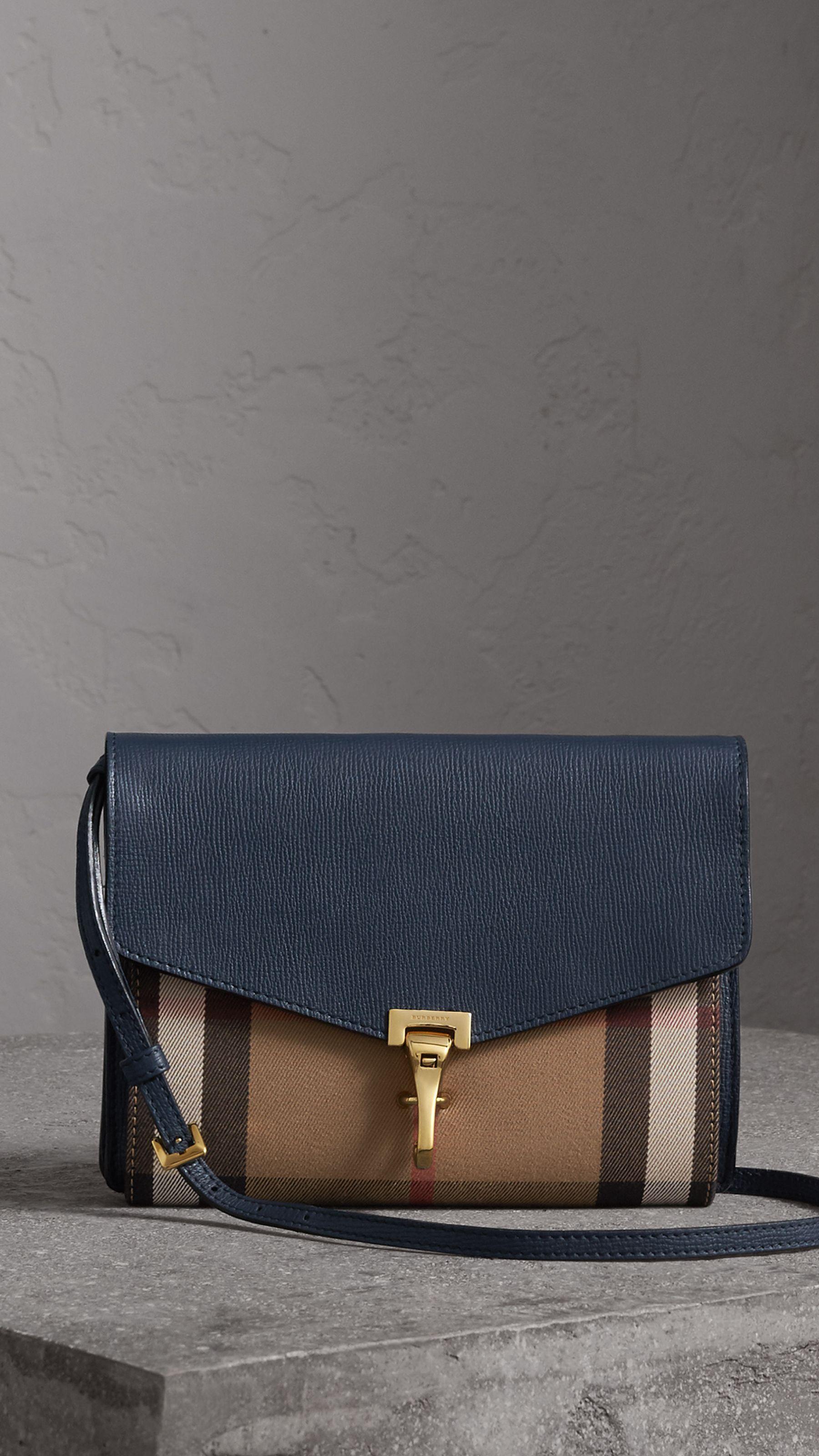 Bolsa transversal pequena de couro com estampa House Check (Azul Nanquim) -  Mulheres  a4939cd99b4