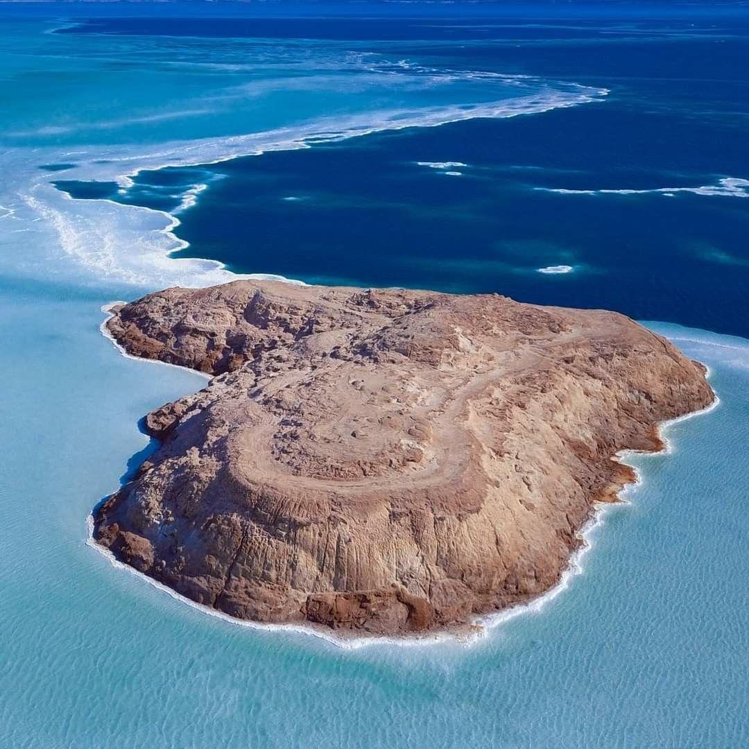 الجزيرة الوثائقية بحيرة عسل في وسط غرب جيبوتي هي بحيرة مالحة تقع على انخفاض 155 متر تحت مستوى سطح البحر في مثلث عفار مما يجعلها أ Nature Outdoor Water