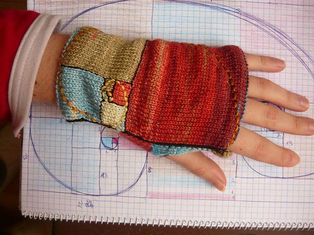Farb-und Stilberatung mit www.farben-reich.com - Ravelry: Golden mean fingerless mitts pattern by Buús-Zsohár Anna