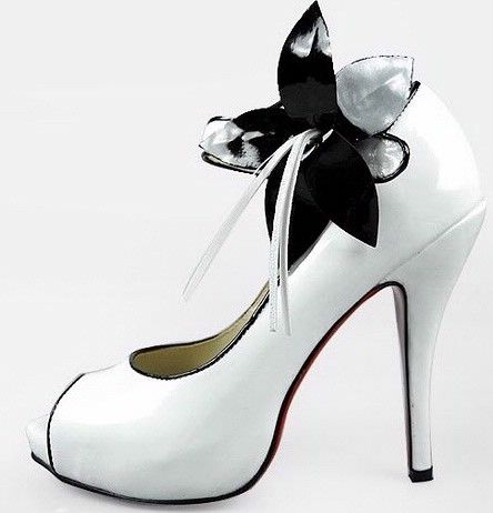 Anyone Notice The Black And White Theme Lovin These Shoes