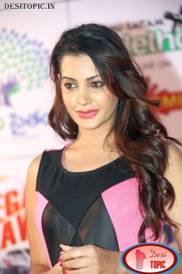 Deeksha Panth Sexy Stills Check more at http://desitopic.in/celebrities/tollywood/deeksha-panth-sexy-stills/
