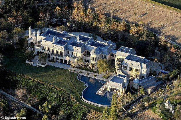 Gisele Bundchen And Tom Brady S New Boston Mansion Takes Shape