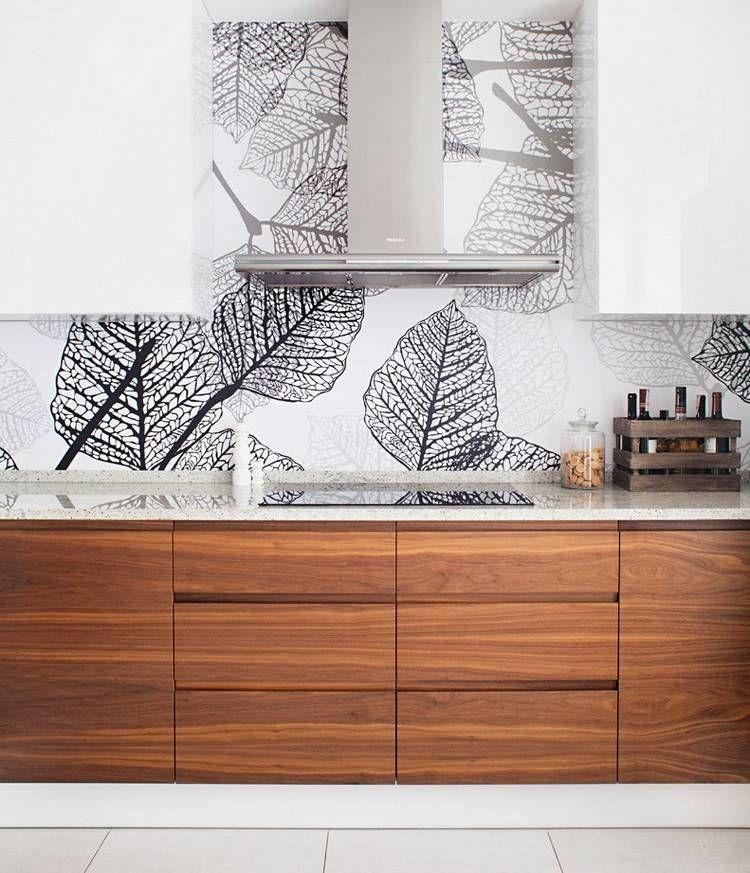 Quarzkomposit mit Glitzerpartikeln und Fronten in Holzoptik - küchen in holzoptik