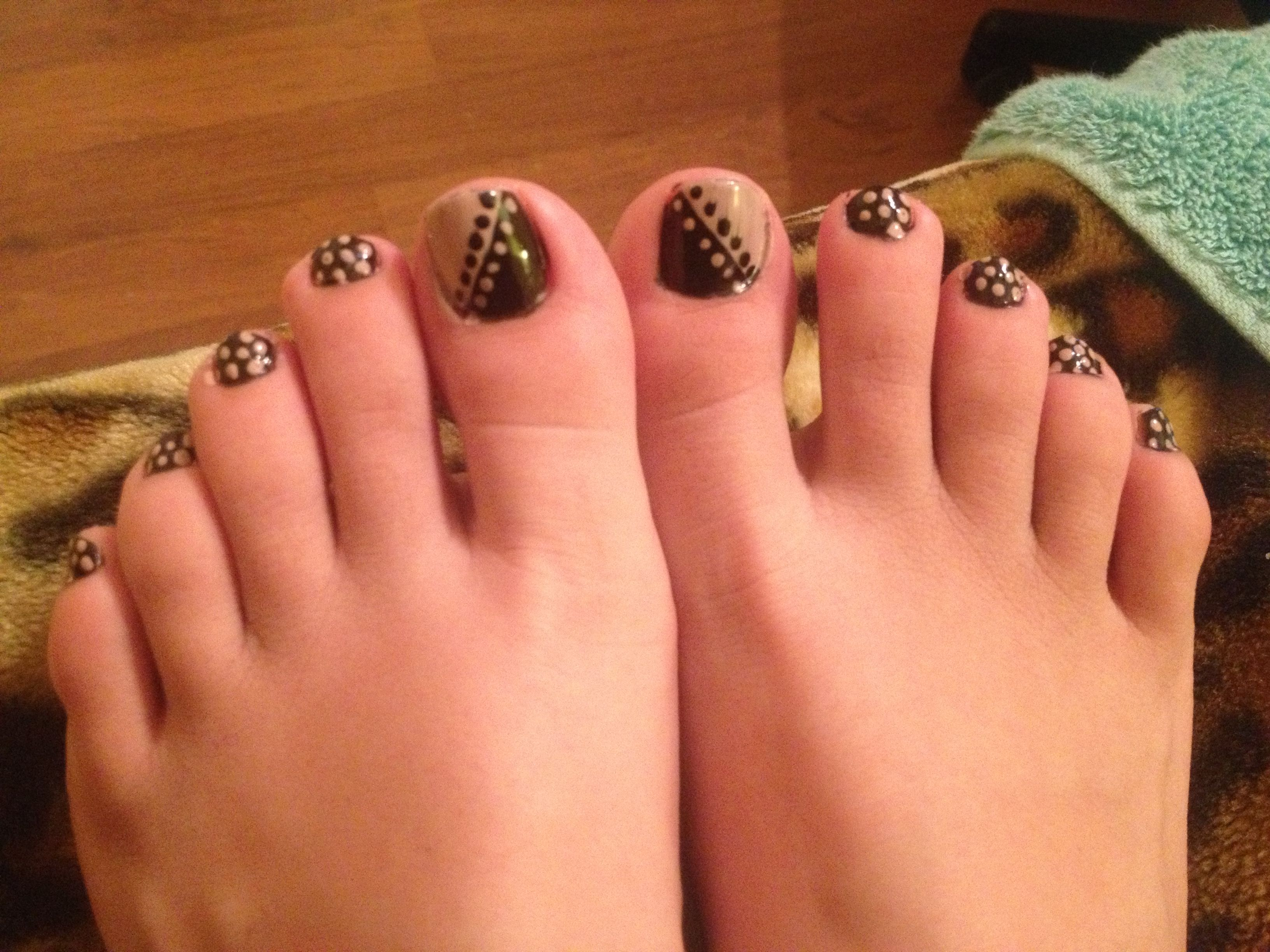 Diy simple toe nail design with polka dots twotone with polka dots