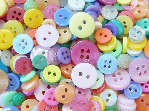 300pcs mix lot Nice Scrapbook Sewing Cardmaker 12mm 2holes round plastic button