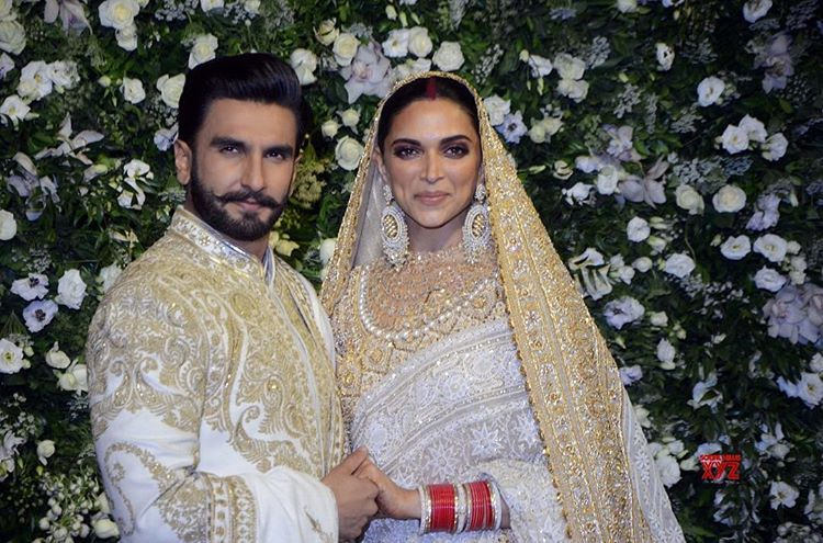 Deepika Padukone Spotted At Sidhivinayak Temple Mumbai Today With Her Husband Ranveer Singh Deep Bollywood Wedding Wedding Reception Outfit Indian Bride