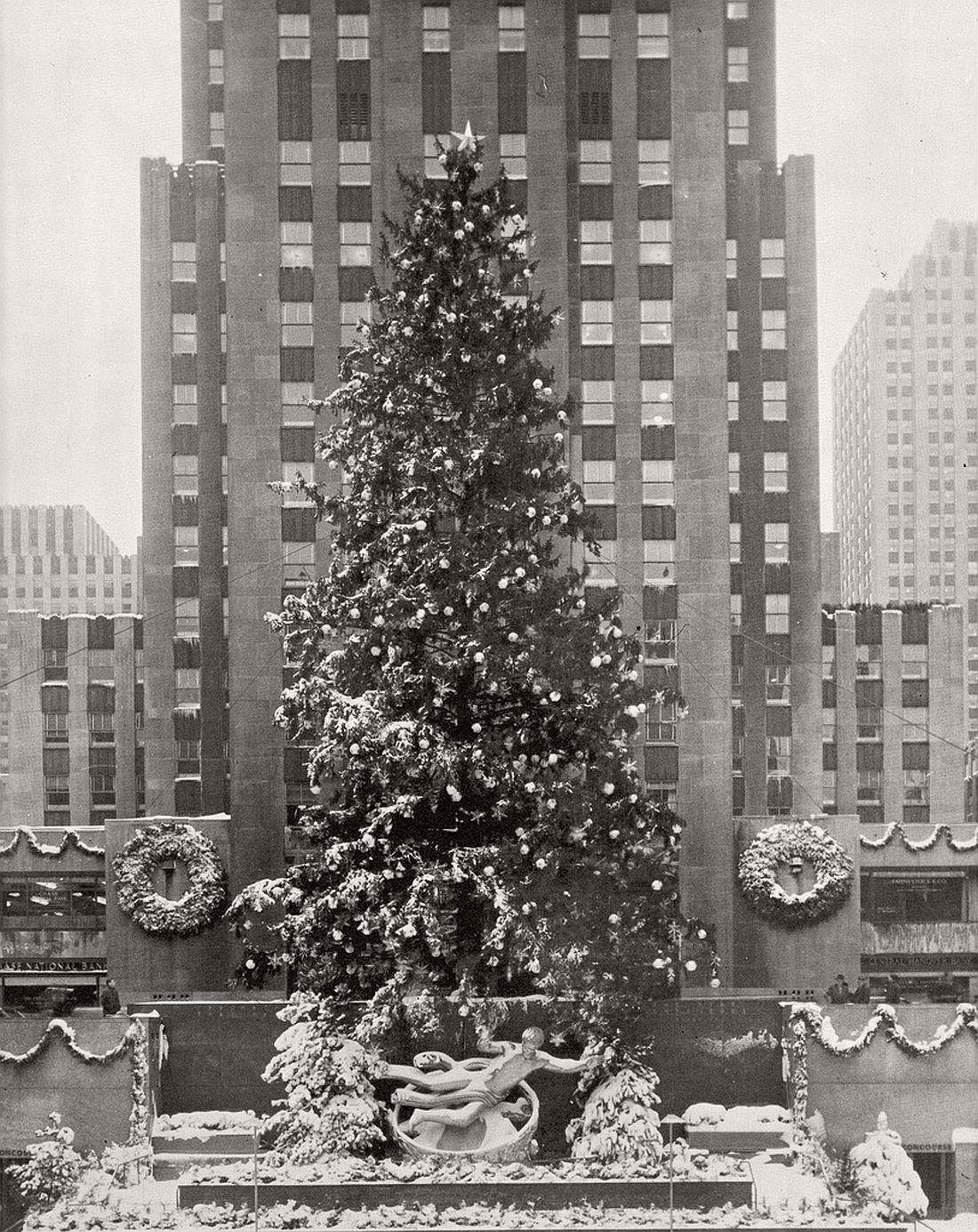 d9d52de1 1940: Vintage images of Rockefeller Center Christmas tree in New ...
