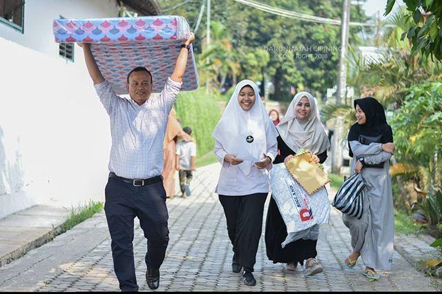 Suasana Kedatangan Santri Baru Putri Di Pondok Pesantren Darunnajah 2 Cipining Bogor Sabtu 14 Juli 2018